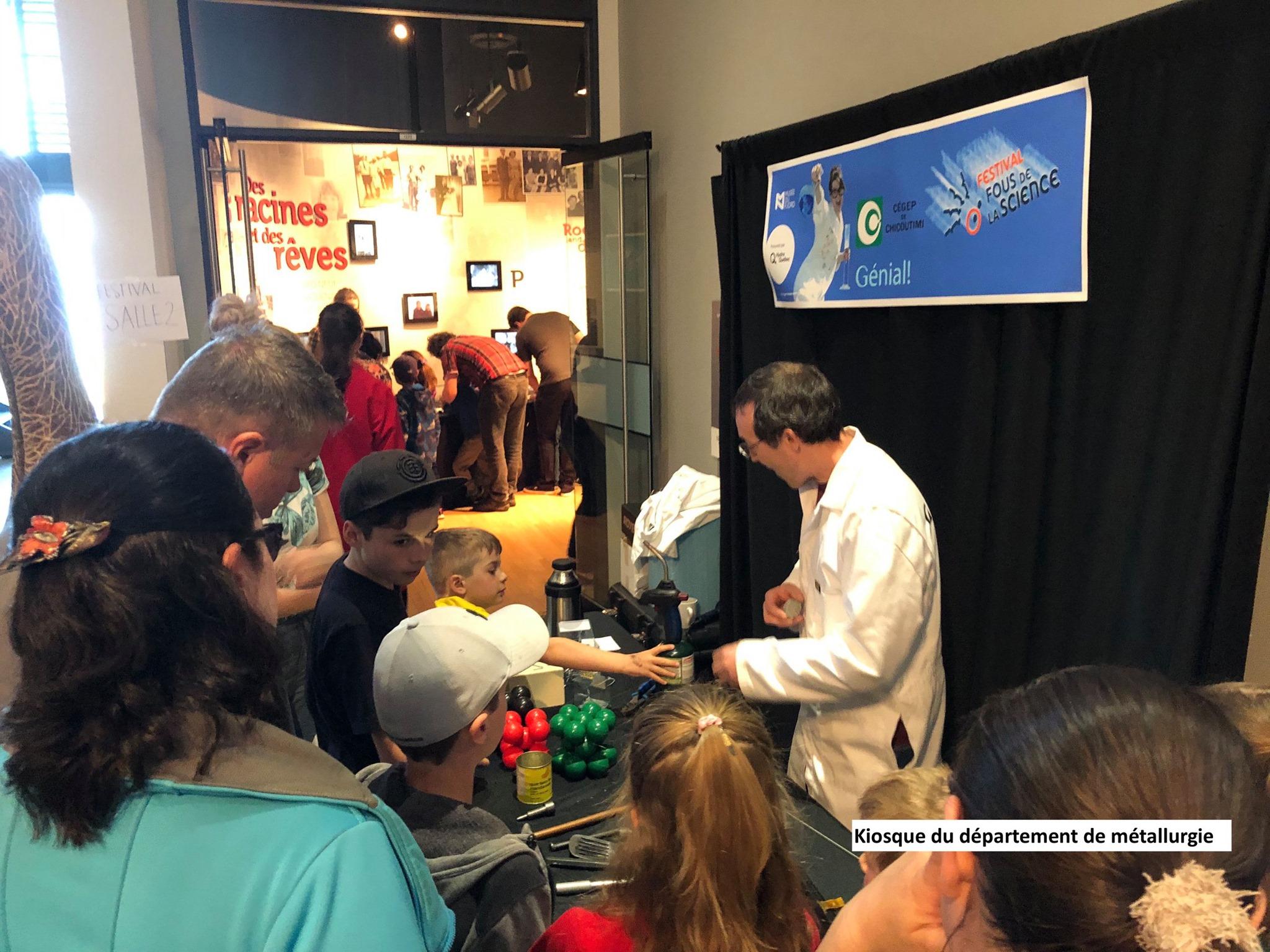 Les départements de Métallurgie, de Biologie et de Chimie du Cégep de Chicoutimi, le Centre de démonstrations scientifiques (CDS) et le Club Asimov ont été de fiers partenaires du Festival Fous de la science qui se tenait le week-end dernier au Musée du Fjord à La Baie.