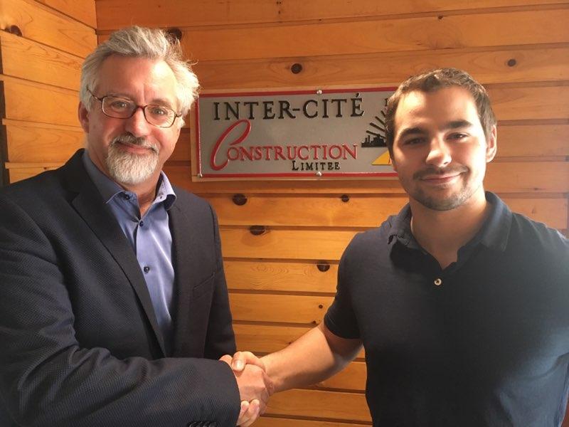 L'étudiant en 2e année de Technologie du génie civil du Cégep de Chicoutimi, Jean-Sébastien Desbiens, a reçu la bourse du Groupe Riverin.
