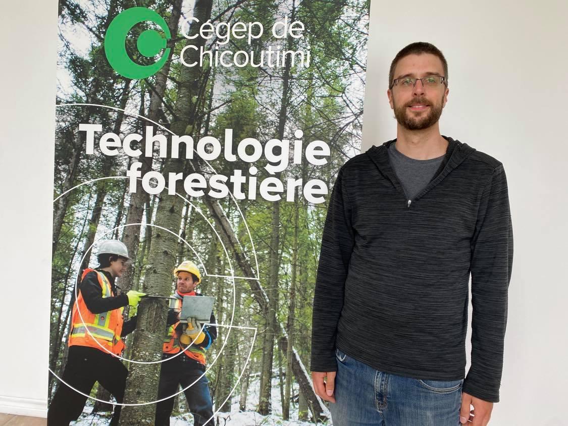 Le Conseil de l'industrie forestière du Québec décerne une bourse de 500 $ à, Frédérick Lacroix, un finissant du programme de Technologie forestière du Cégep de Chicoutimi.