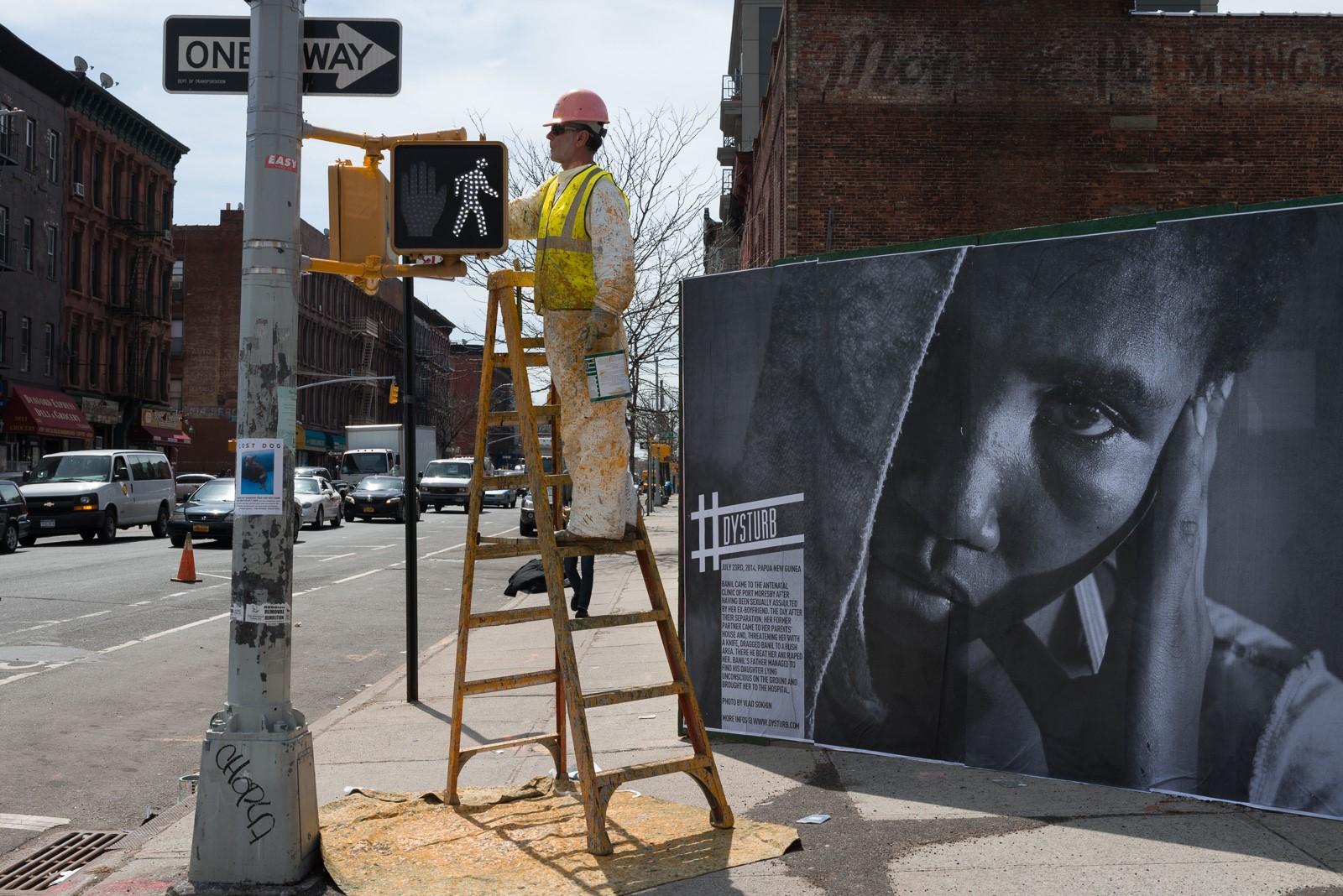 À ce jour, Dysturb a installé plus de 1 000 affiches géantes à travers le globe.