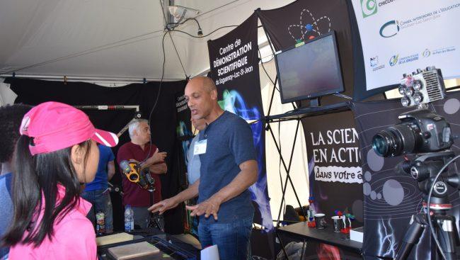 Le Centre de démonstration scientifique du Saguenay-Lac-Saint-Jean a tenu un kiosque au Festival Eurêka! de Montréal. Le Cégep de Chicoutimi a été dignement représenté.