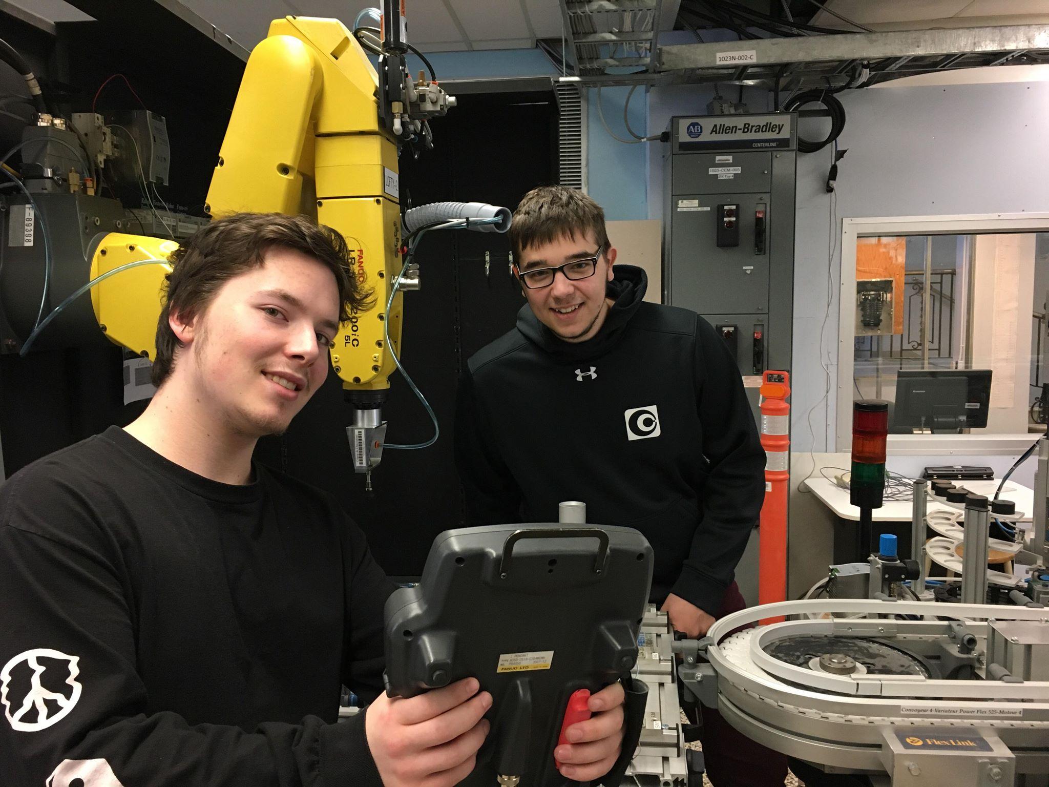 Peu de gens le savent, mais en étudiant en Technologie de l'électronique au Cégep de Chicoutimi les étudiants touchent à la robotique en plus d'avoir un taux de placement de 100 %.