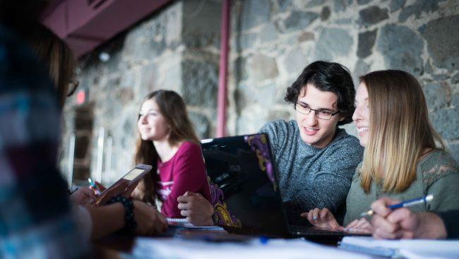 Étudiants en programmes techniques de comptabilité et gestion.