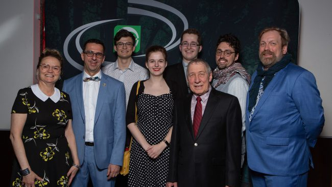 La Fondation du Cégep de Chicoutimi a reconnu les efforts et l'excellence des étudiants du Cégep de Chicoutimi, hier soir, au Théâtre Banque Nationale, en accordant environ 130 bourses pour un montant total de 50 000 $.