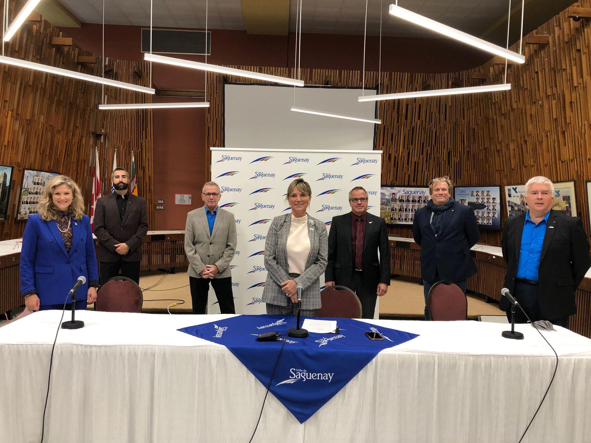 La mairesse de Saguenay, Josée Néron, demande à la ministre de l'Enseignement supérieur du Québec, Mme Danielle McCann, de tout mettre en œuvre pour assurer et protéger les exclusivités des programmes d'Art et Technologie des médias (ATM) de Jonquière et de pilotage en aéronefs (CQFA) de Chicoutimi.