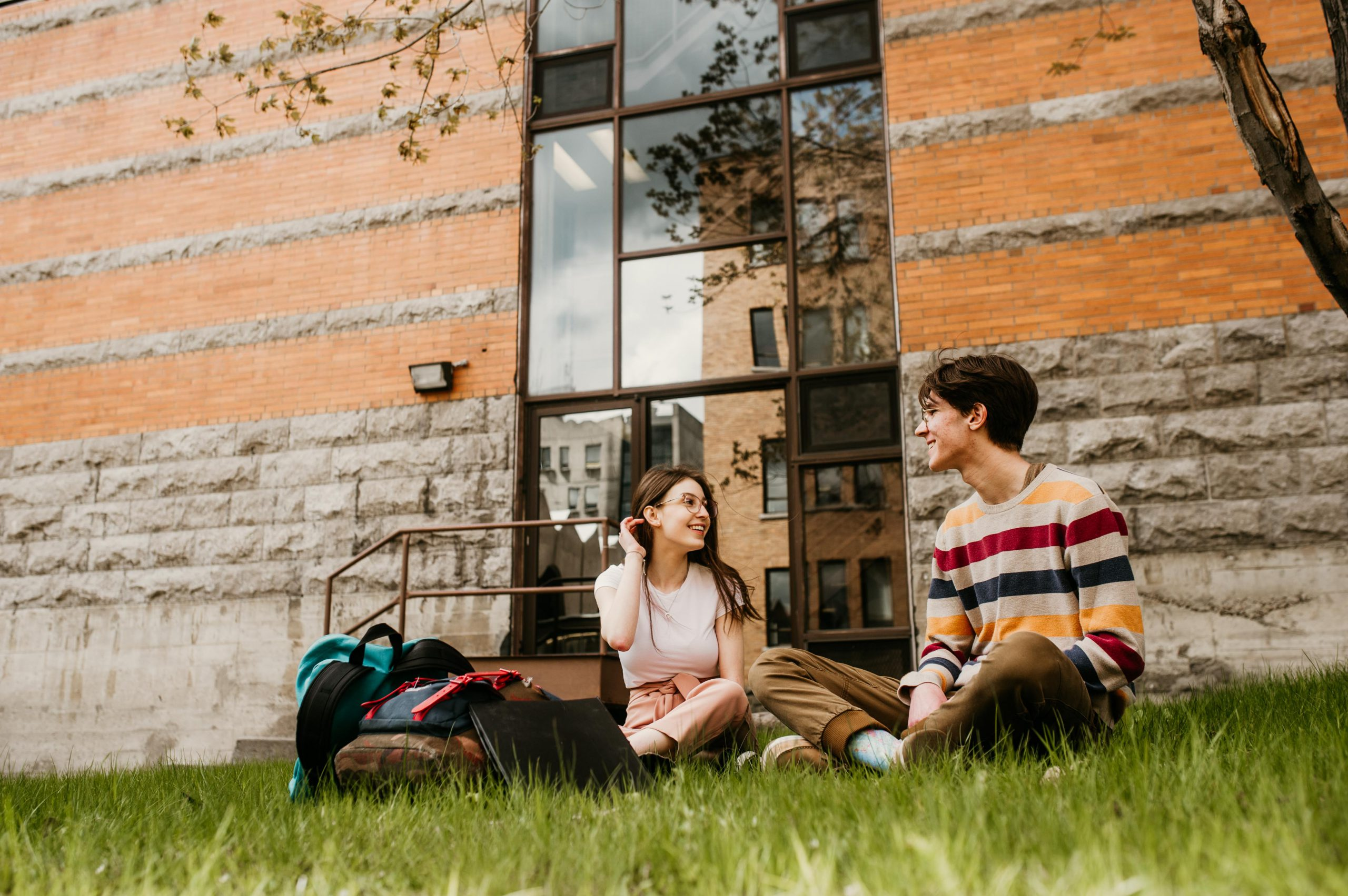 5 bonnes raisons d'étudier au Cégep de Chicoutimi. Milieu de vie centré sur l'étudiant, soutien aux apprentissages, qualité de l'enseignement, bourses d'études et situation géographique avantageuse. Ton Cégep. Centré sur toi.